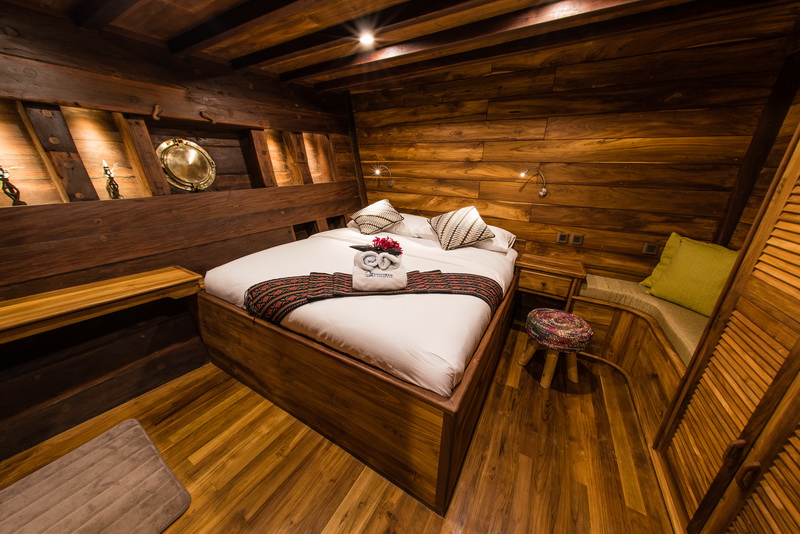 main deck master cabin wheelhouse galley restaurant dive deck bowsprit collection of pictures